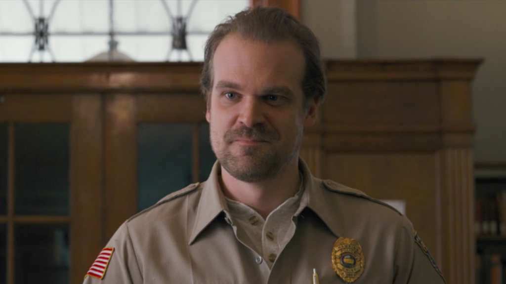 David Harbour (Stranger Things) pubblica il numero di telefono per farvi compagnia in quarantena
